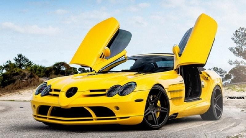 xe màu vàng