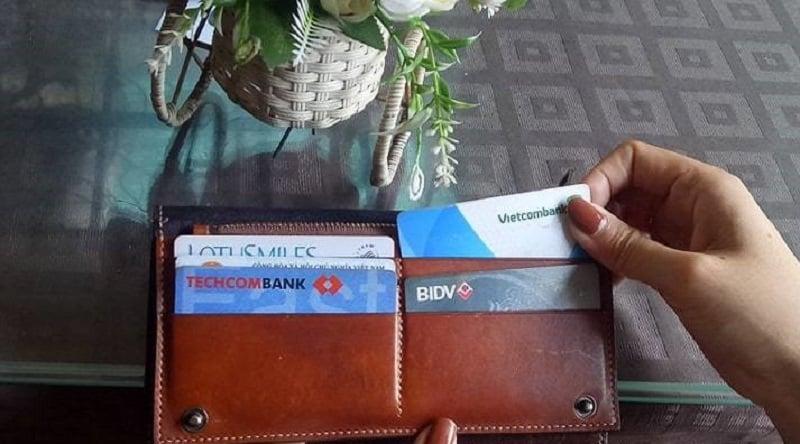 nên làm thẻ tín dụng không