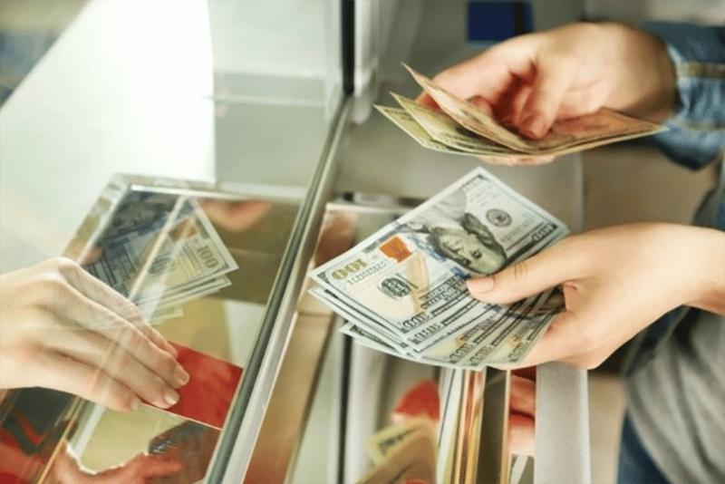 Một số ngân hàng không chỉ nhận gửi tiết kiệm VND mà còn nhận gửi tiết kiệm ngoại tệ