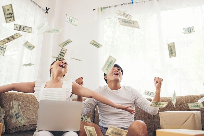 Mơ thấy tiền là điềm báo tốt hay xấu?