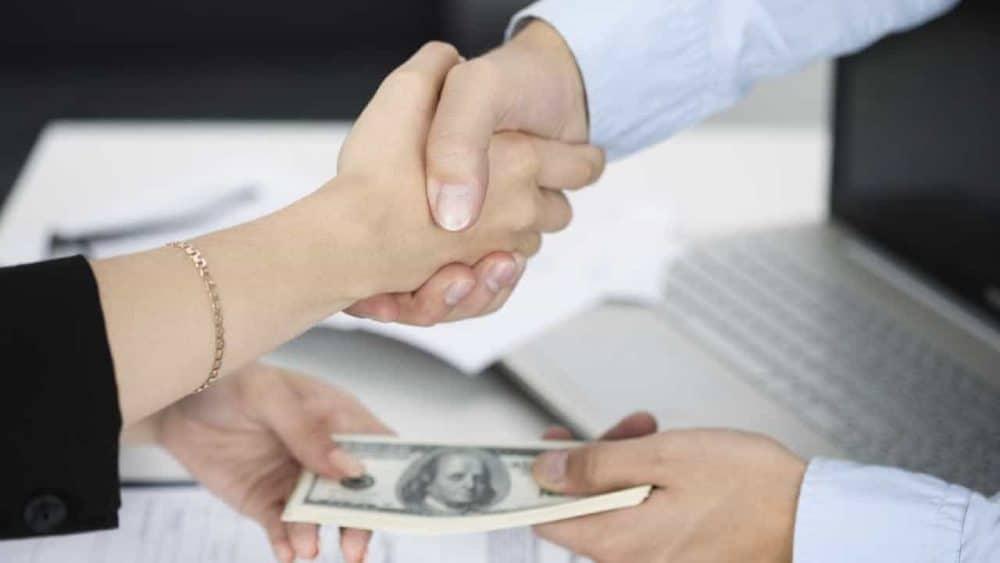 Việc giải ngân có thể được thực hiện 1 lần hoặc chia thành các lần tùy thuộc vào thỏa thuận giữa 2 bên
