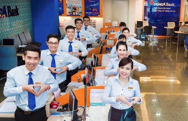 Giờ làm việc của ngân hàng Đông Á được mở rộng sang thứ 7 giúp khách hàng bận rộn có thể làm thủ tục tại ngân hàng vào cuối tuần