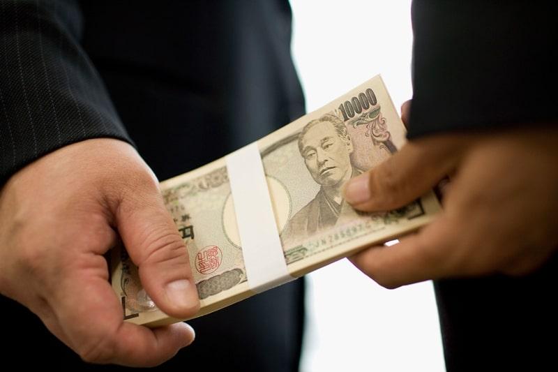 Để đổi yên Nhật các bạn cần lựa chọn một nơi uy tín không nên đổi tiền tại chợ đen hay các nơi đổi tiền chui