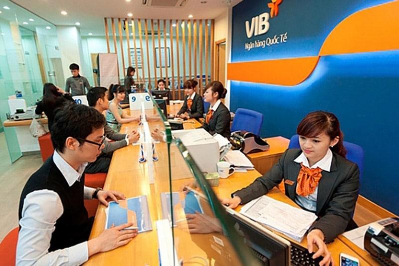Cần mang theo giấy CMND/ CCCD/ Hộ chiếu và các giấy tờ liên quan khi giao dịch tại ngân hàng VIB