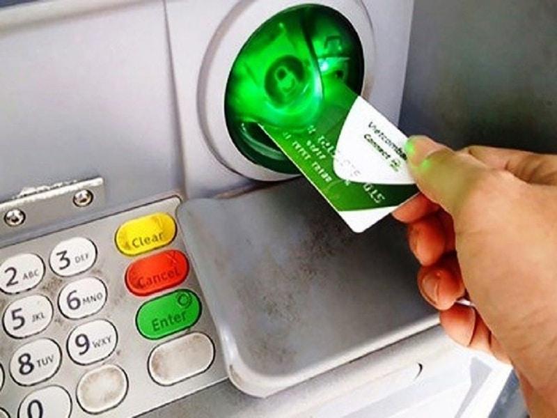 Lấy bản sao kê giao dịch ngân hàng Vietcombank tại cây ATM là cách làm tiện lợi được nhiều khách hàng sử dụng