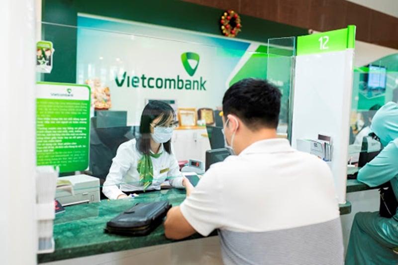 Khách hàng chỉ cần đến ngân hàng và yêu cầu nhân viên ngân hàng xác nhận ủy quyền