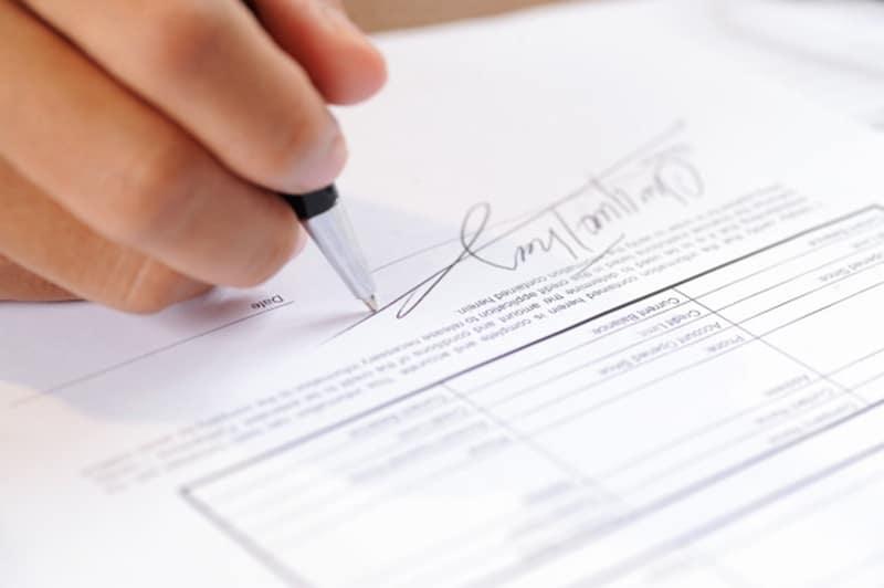 mẫu giấy giới thiệu giao dịch ngân hàng Vietcombank chỉ hợp lệ khi có đầy đủ chữ ký và đóng dấu từ ngân hàng